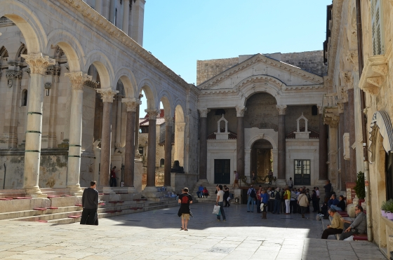 Peristyle_of_Diocletian's_Palace,_Split_(11907776284)